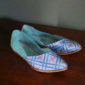 "TOMS ""Jutti"" Algiers Blue Pointed Toe Flats"
